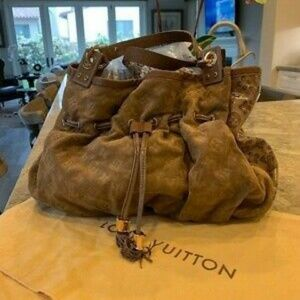 AUTH PRE-OWNED LOUIS VUITTON LMITED 2009 IRENE SHO